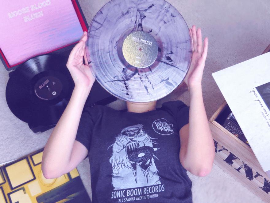 Vinyl Subscriptions 101: VNYL, Vinyl Me Please, Flying Vinyl & more // PaigeBackstage.com