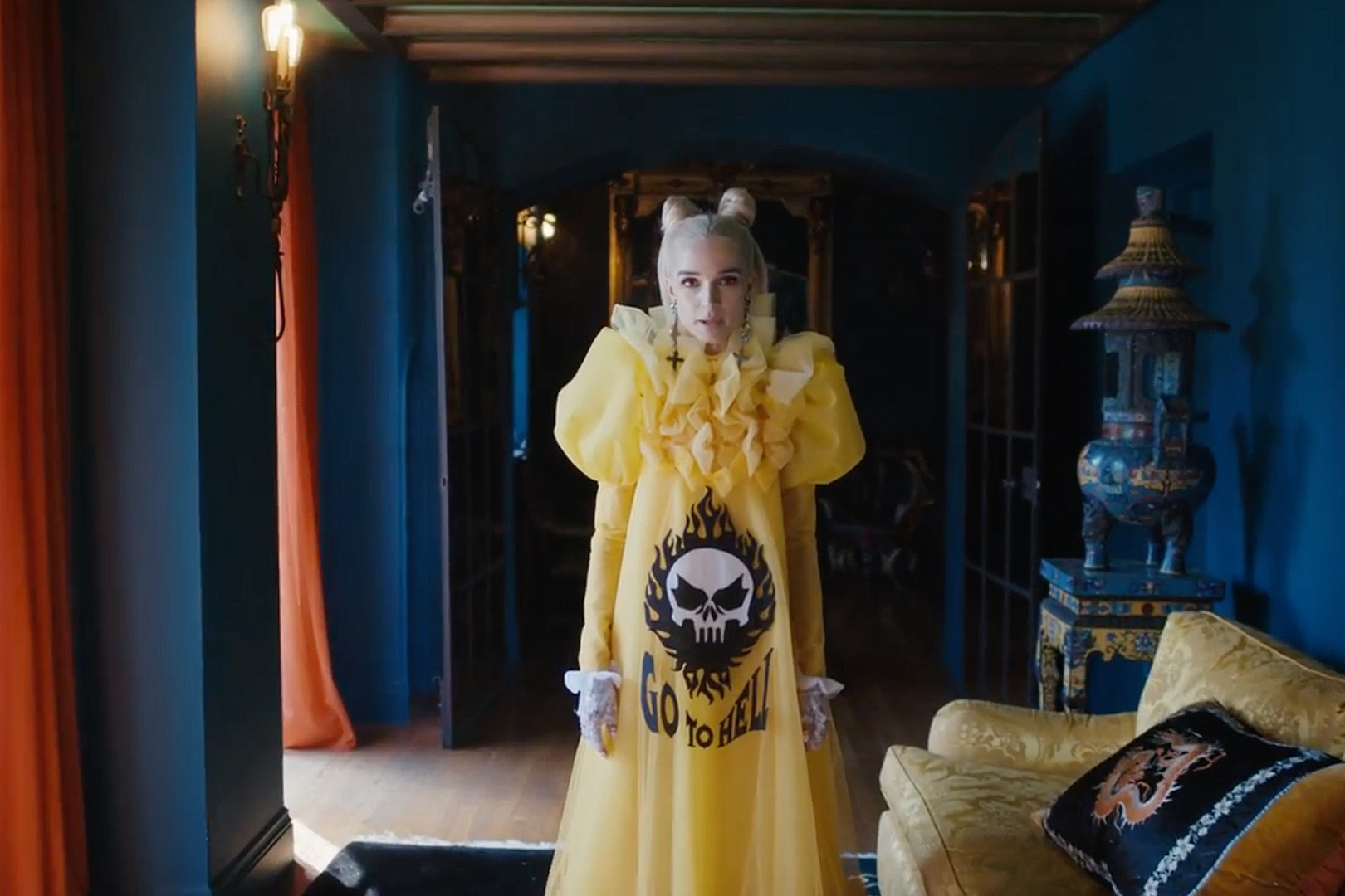 Poppy in the Scary Mask video