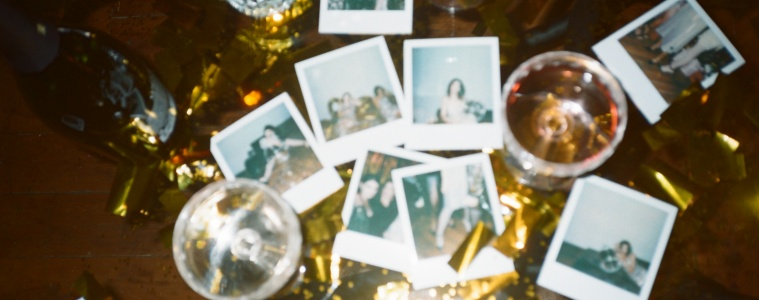 wine glasses and pictures for Last Minute Holiday Gifts